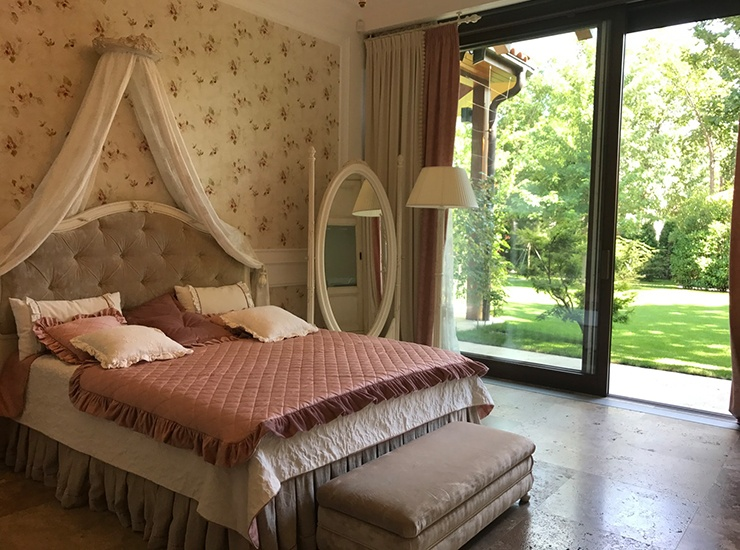 round furniture in bedroom for feng shui