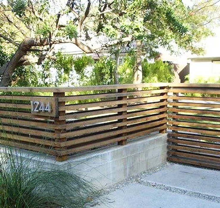 horizontal slats fence