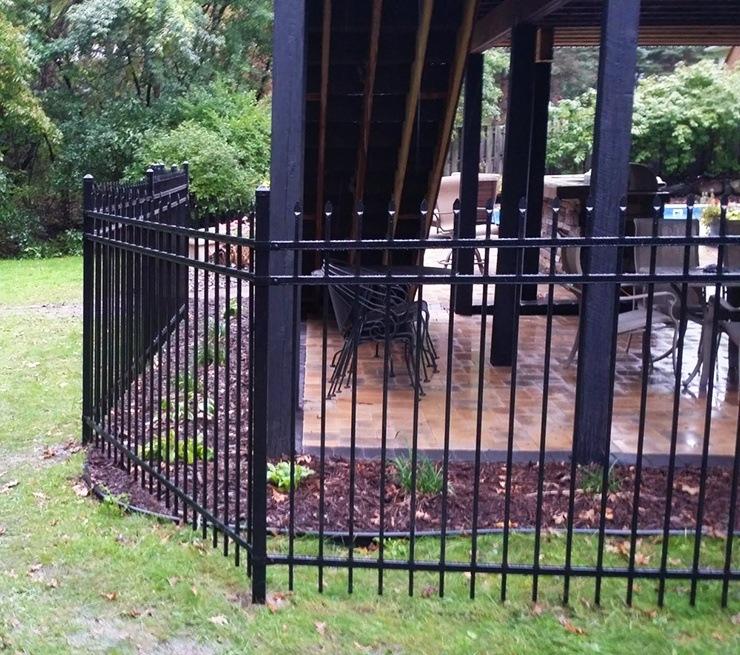 spear top ornamental steel fence