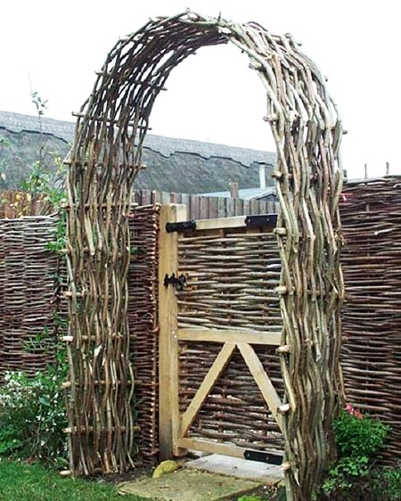 how to build a wattle fence