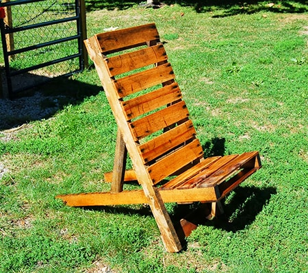 simple adirondack chair made out of pallet wood
